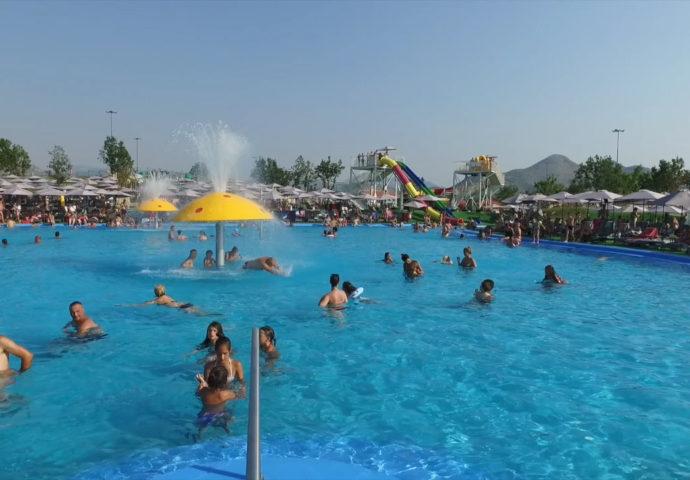 """VIDEO IZ VAZDUHA: """"Ludilo"""" u Akva parku- više od 2.000 ljudi svih generacija uživa u Gradu sunca"""
