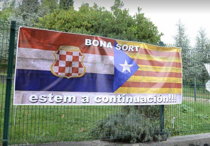 U Mostaru osvanuo transparent sa zastavama Katalonije i tzv. Herceg-Bosne