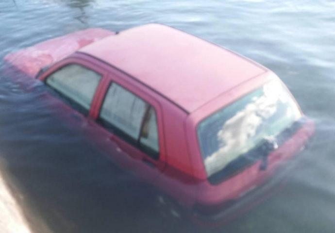 Izlila se iz korita- Trebišnjica u Dražin Dolu potopila dva auta