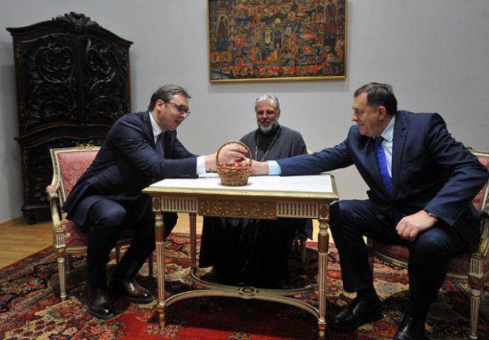 Vučić i Dodik se potucali vaskršnjim jajima- evo ko je pobijedio