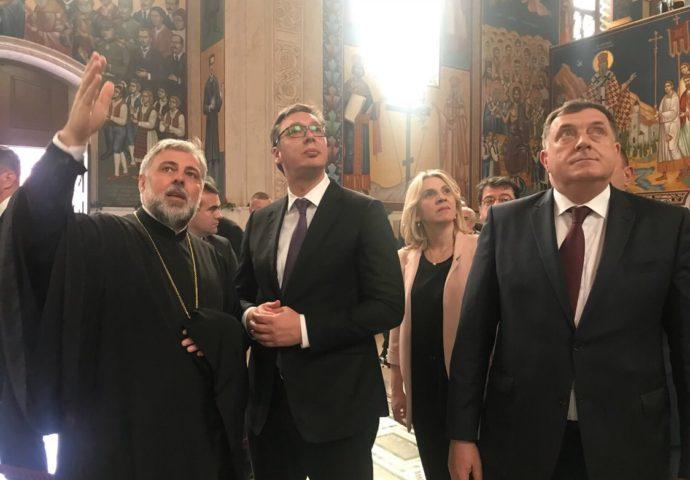 FOTO: Vučić posjetio Saborni hram