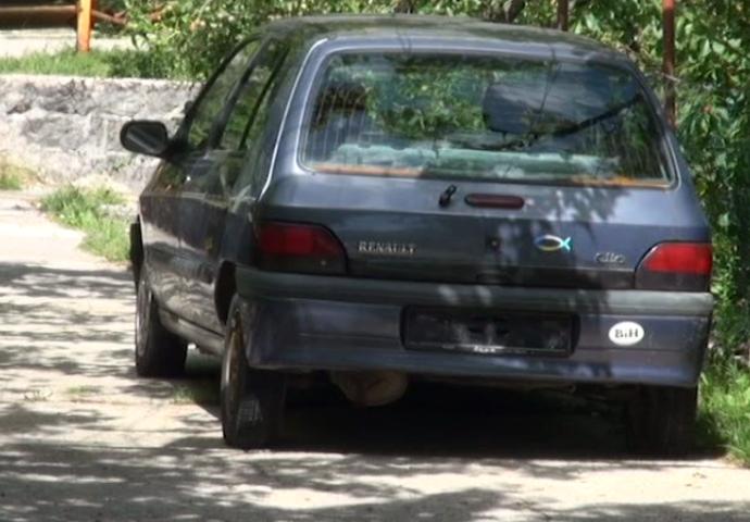 VIDEO: Migranti pokušali da ukradu automobil u Trebinju