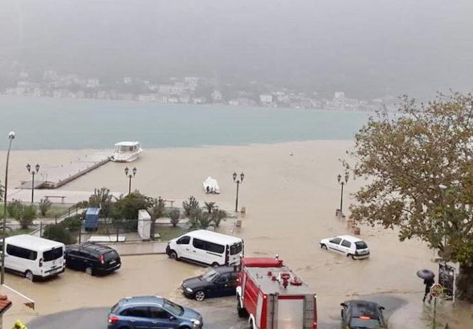 VIDEO: Potop u Herceg Novom- kuće pod vodom