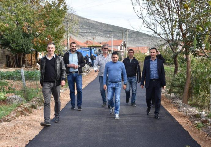 Nakon 4 decenije asfalt stigao i do Ulice Starine Novaka u Vinogradima