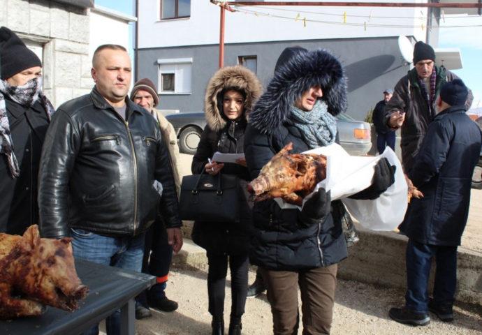 Milan Zurovac poklonio božićne veselice socijalno ugroženim Nevesinjcima