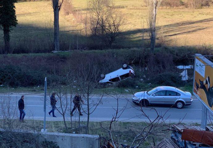 Trebinje: U sudaru se prevrnuo automobil, jedno lice lakše povrijedjeno