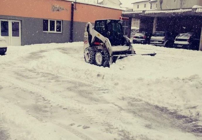 U Gacku snijeg 20-ak centimetara- za sada bez većih problema