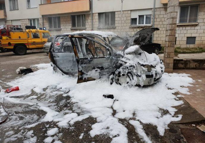 Izgorio automobil u centru grada