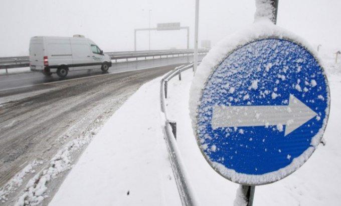 Vozači oprez zbog ugaženog snijega i snježnih odrona