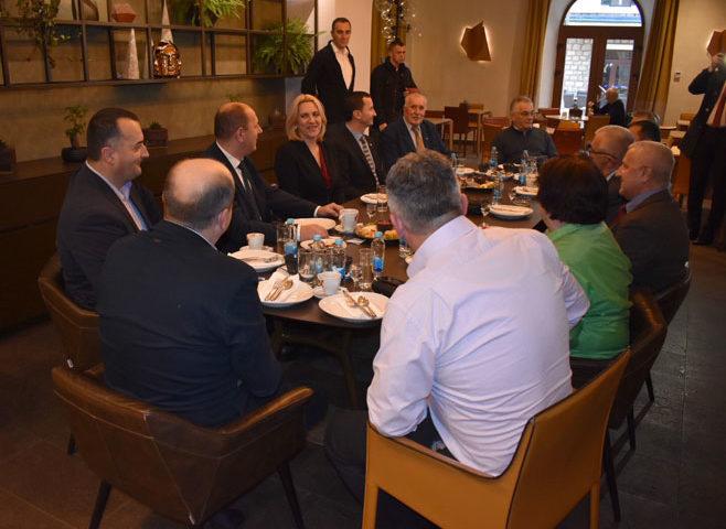 Cvijanovićeva na sastanku sa koalicionim partnerima