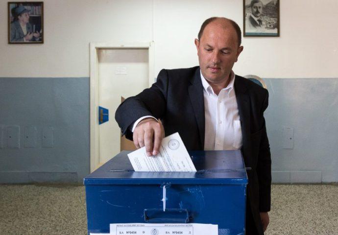 Bivši gradonačelnik Luka Petrović obavio građansku dužnost