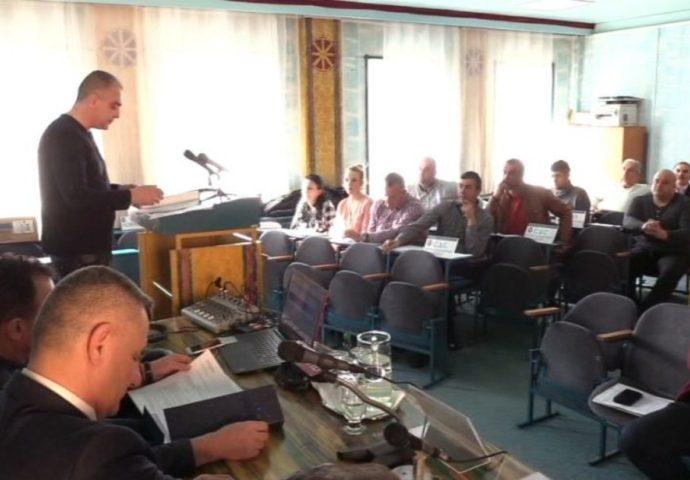 """GACKO: Skupštinska većina predlaže smanjenje plata radnicima """"Vodovoda"""", a funkcionerima povećanje"""