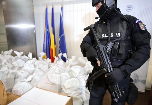 Brod pun droge se prevrnuo u Dunavu: Dvojica Srba uhapšena zbog tone kokaina vrijednog 300 miliona evra