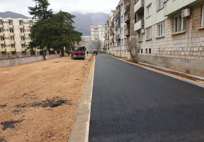 Zahvaljujući HET-u stanovnici Dušanove ulice dobili uređenu ulicu sa parking mjestima
