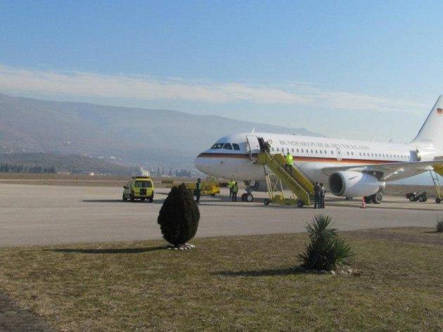 Policija istražuje ko laserom ometa pilote iznad Aerodroma Mostar