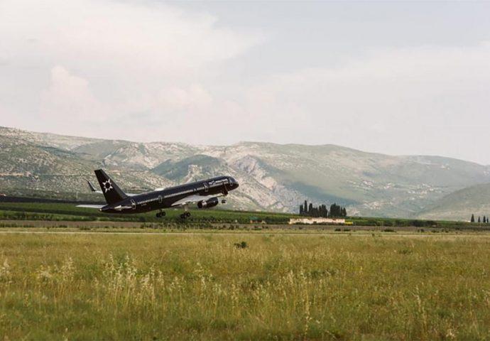 """Najluksuzniji """"hotelski prevoz"""" sletio u Mostar"""