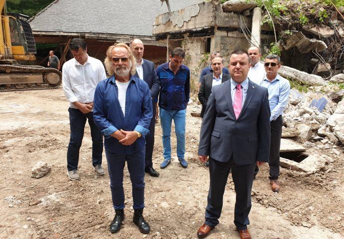 Rodoljub Drašković finansira rekonstrukciju devastirane Titove vile na Sutjesci (Foto)