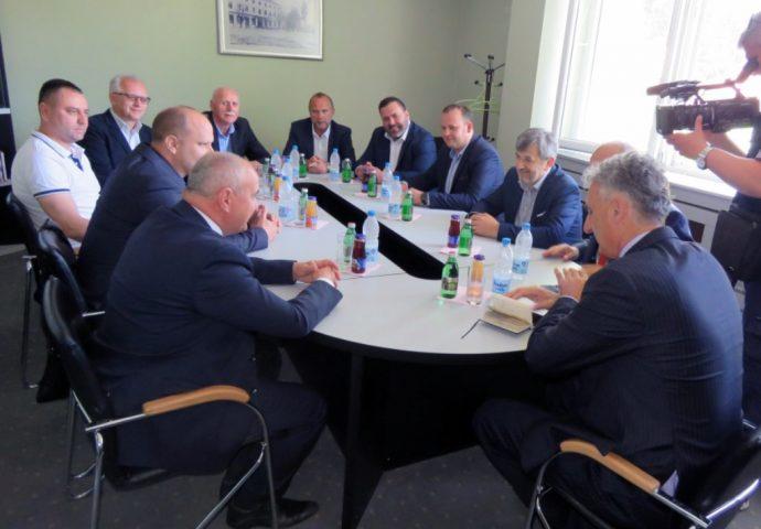 """Đokić u Nevesinju: Vjetroelektrana """"Grebak"""" na mreži do 2021. godine"""
