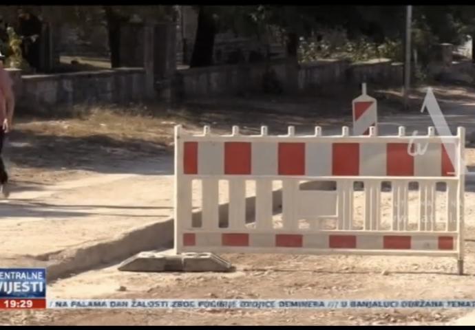 VIDEO: Mještani bilećke ulice ne mogu disati od prašine