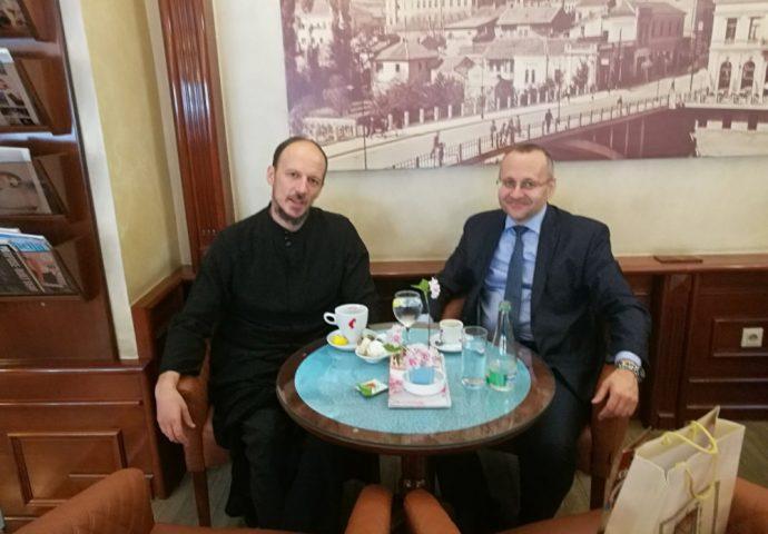 DOBRI ODNOSI SE NASTAVLJAJU: Vladika i muftija na kafi u Mostaru