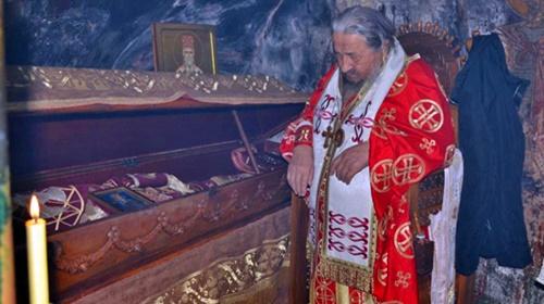Vladika Atanasije bogoslužio u manastiru Ostrog