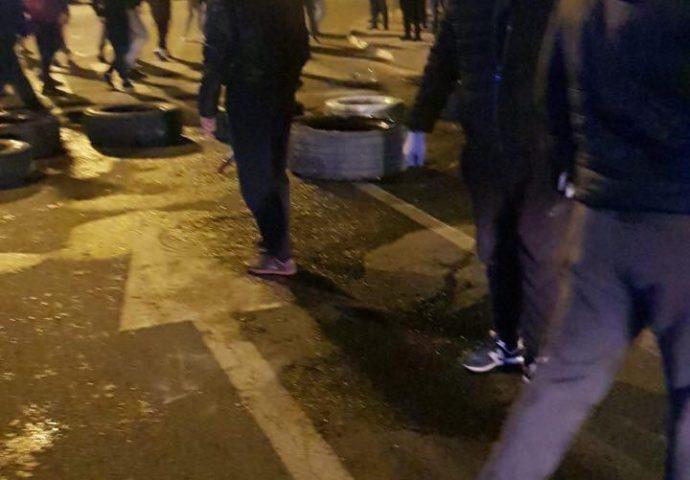 Žestok sukob građana i policije u Zeti (video)