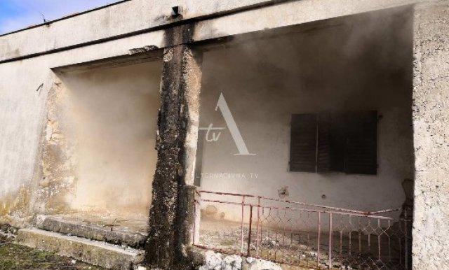 Gori objekat nekadašnje prodavnice: Mještani tvrde-migranti izazvali požar