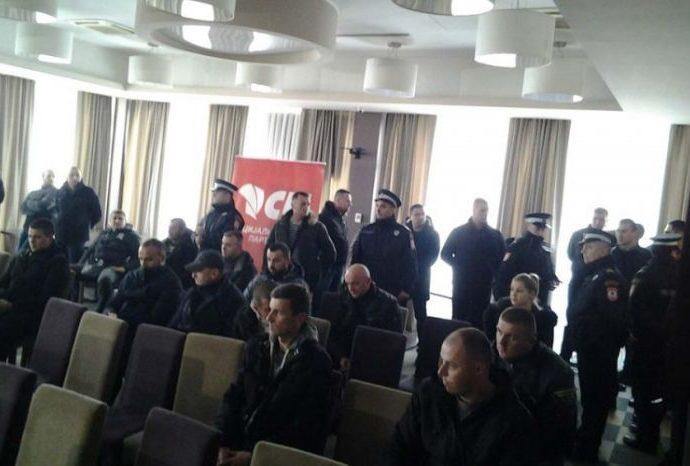 Burno pred početak Glavnog odbora – Grupa socijalista ušla u salu, traže obraćanje Đokića
