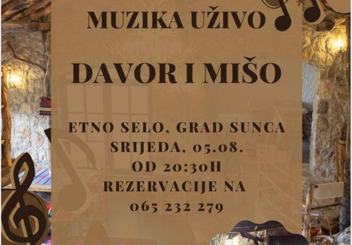 Muzika uživo večeras u Etno selu Grada sunca