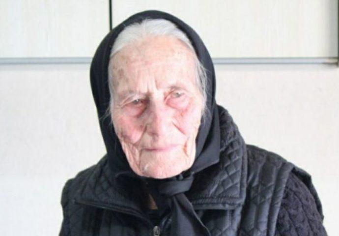 Baka Milica iz Gacka u 92 godini oplela čarape cijelom selu