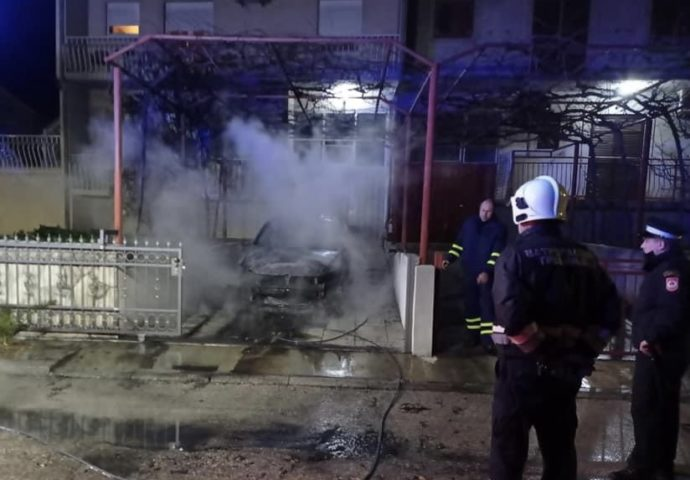 Vatrogasci spasili kuću od požara- Paljevina auta u Gorici ugrozila cijelu porodicu