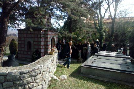 FOTO: U crkvici sagrađenoj po njegovoj želji u porti manastira Tvrdoš počiva vladika Atanasije