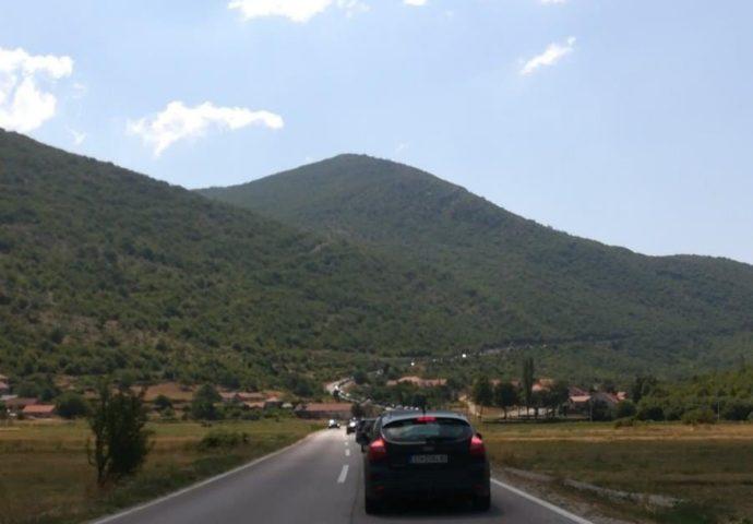Nestvarno: Kolone od 5 kilometara – Na Sitnici se čeka 4 sata!