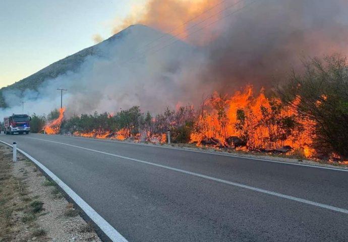 VIDEO: Požar kod Oraha za sobom ostavlja pustoš
