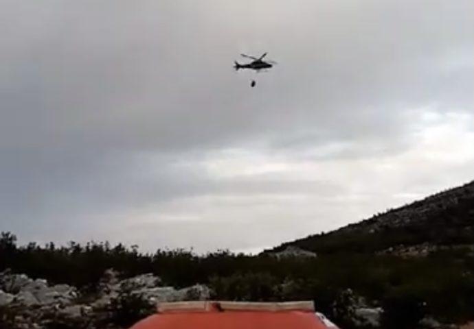 VIDEO: Helikopter na terenu, instaliran i bazen za lakše gašenje