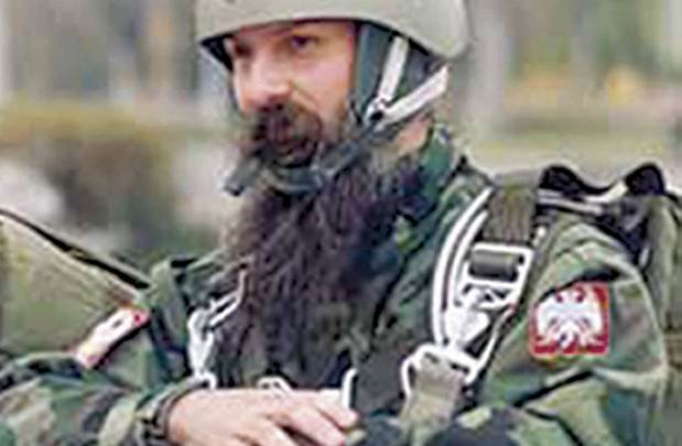 VIDEO: Vladika Jovan se spustio padobranom u manastir Đurđevi stupovi