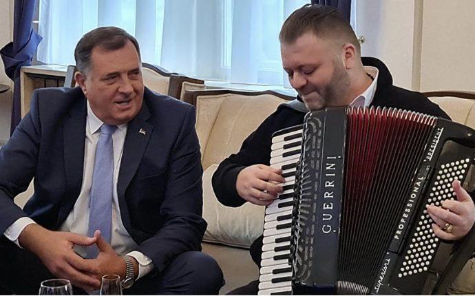 VIDEO: Dodik doveo harmonikaša u Predsjedništvo BiH